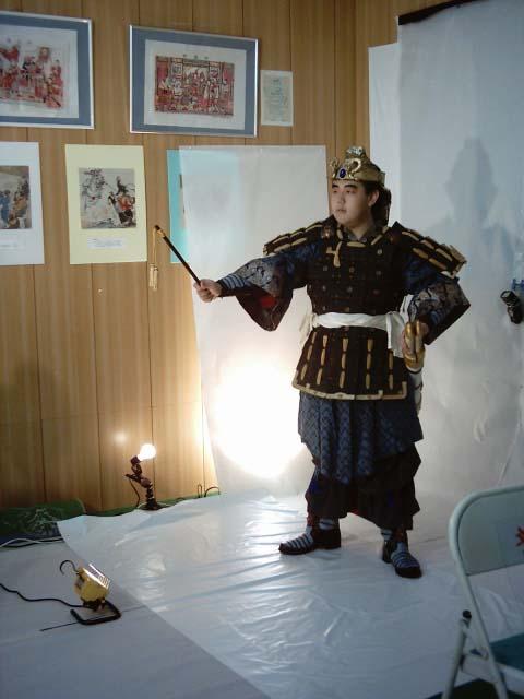人形劇三国志 劉備のコスプレ撮影シーン。格好良い!